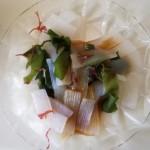 こんにゃくと海藻のサラダはちょっとはヘルシー感満載。