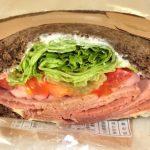 スタバのローストビーフサンドイッチ、肉厚!